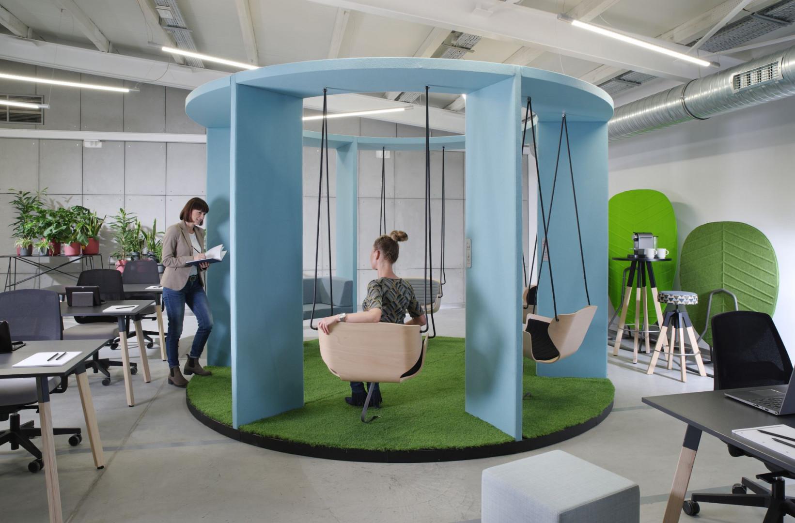 System huśtawek biurowych Social Swing firmy Bejot. Fot. Bejot