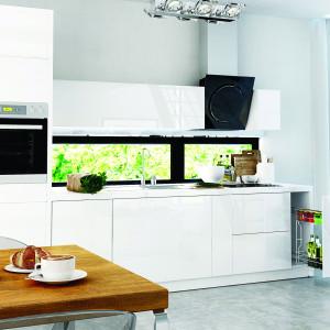 Białe cargo w białej kuchni. Fot. Rejs