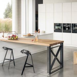 Biel to dobry sposób na kuchenne wnętrze. Fot. Zajc Kuchnie