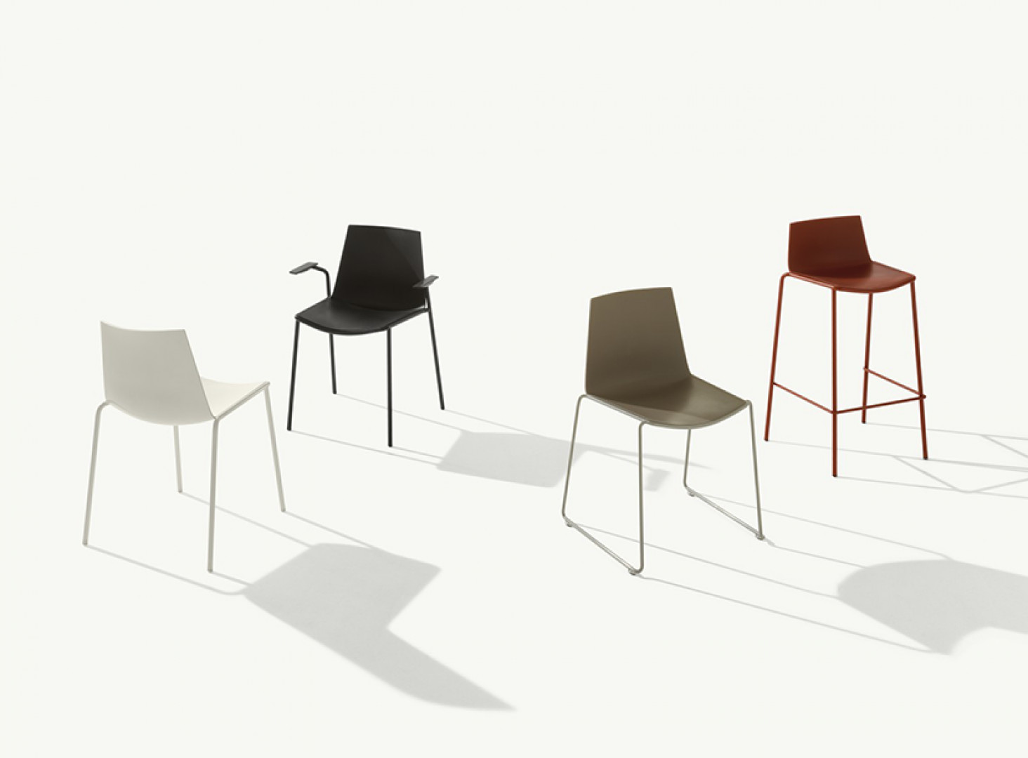 Krzesła z kolekcji Cuba firmy Metalmobil. Projekt: Marc Sadler. Fot. Metalmobil