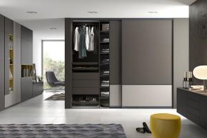 Szafy z drzwiami przesuwnymi w rozmiarze XL - dlaczego warto je wybrać