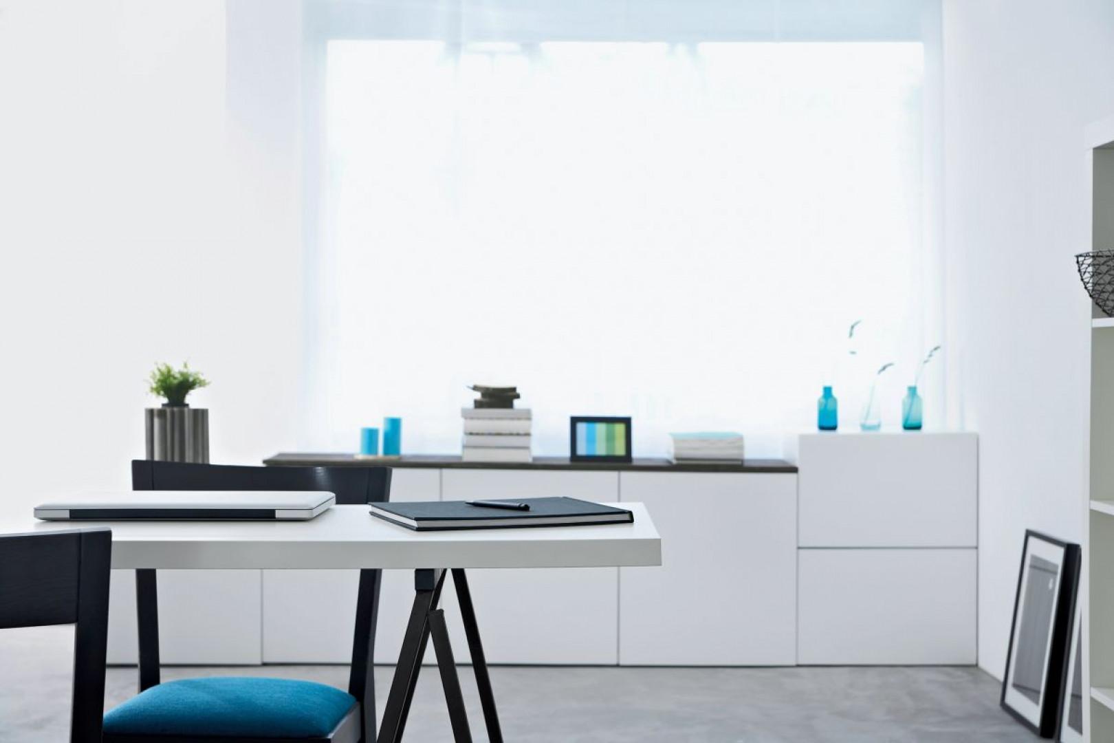 Aby zadbać o zdrowie i komfort pracowników, producenci laminatów rekomendują zastosowanie powierzchni, które są odporne na ślady palców. Fot. Pfleiderer