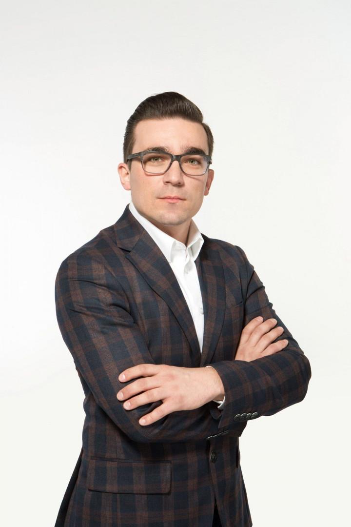 Arkadiusz Kuczmaszewski, manager kategorii kuchnie w firmie Black Red White. Fot. Black Red White