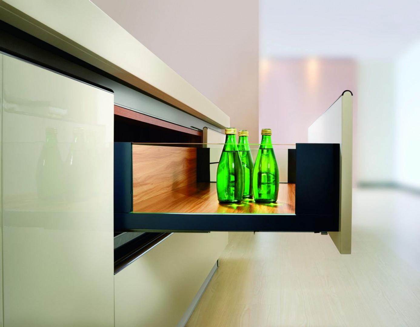 SB Slim Box to nowoczesnej konstrukcji systemy do zabudowy szuflad.