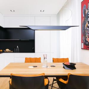 Architekci postawili na styl industrialny, ale nie zabrakło również nowoczesnego minimalizmu czy steampunkowych detali, które nadają wnętrzu niepowtarzalny klimat. Projekt: 3DProjekt architektura.