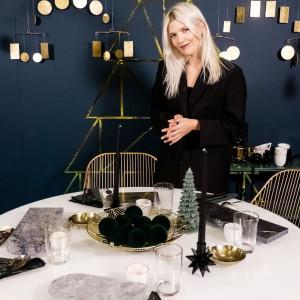 Aranżacja świątecznego stołu przygotowana przez Darię Zawiałow na specjalnej ekspozycji w Domotece. Fot. Domoteka