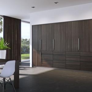 Zamknięcie pomieszczenia daje efekt naturalnej powierzchni mebla, nie zaburzając wizualnej strony ukrywanej przestrzeni.  Fot. Peka