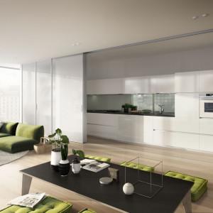 Wszędzie, gdzie pozwalają na to warunki, warto oddzielić kuchnie od reszty mieszkania drzwiami przesuwnymi. Fot. Raumplus