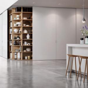 System dzrwi przesuwnych firmy Raumplus zastosowany w przestrzeni kuchennej. Fot. Raumplus