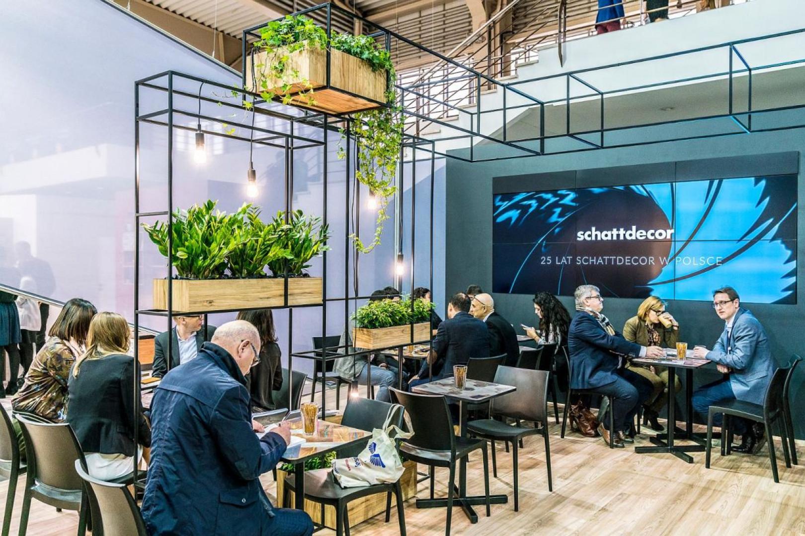 Podczas tegorocznych targów arena Design Schattdecor zaprezentował trendy i nowości w postaci kolekcji składającej się z wyselekcjonowanych hitów wzorniczych – Decor Selection. Fot. Tomasz Siuda/Schattdecor