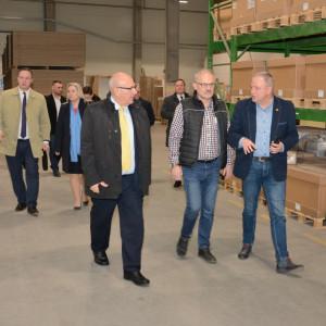 Spotkanie w fabryce mebli Szynaka w Nowym Mieście Lubawskim. Fot. WMSSE
