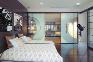 Jak sprytnie wykorzystać szkło w niewielkich mieszkaniach?