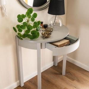 Mały stolik - konsolka do sypialni lub przedpokoju. Fot. Vox