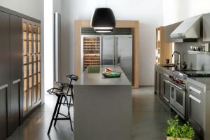 Szarości i kolory drewna w kuchni - zobacz inspiracje!