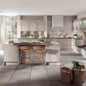 Przestronna kuchnia w wiejskim stylu. Fot. Verle