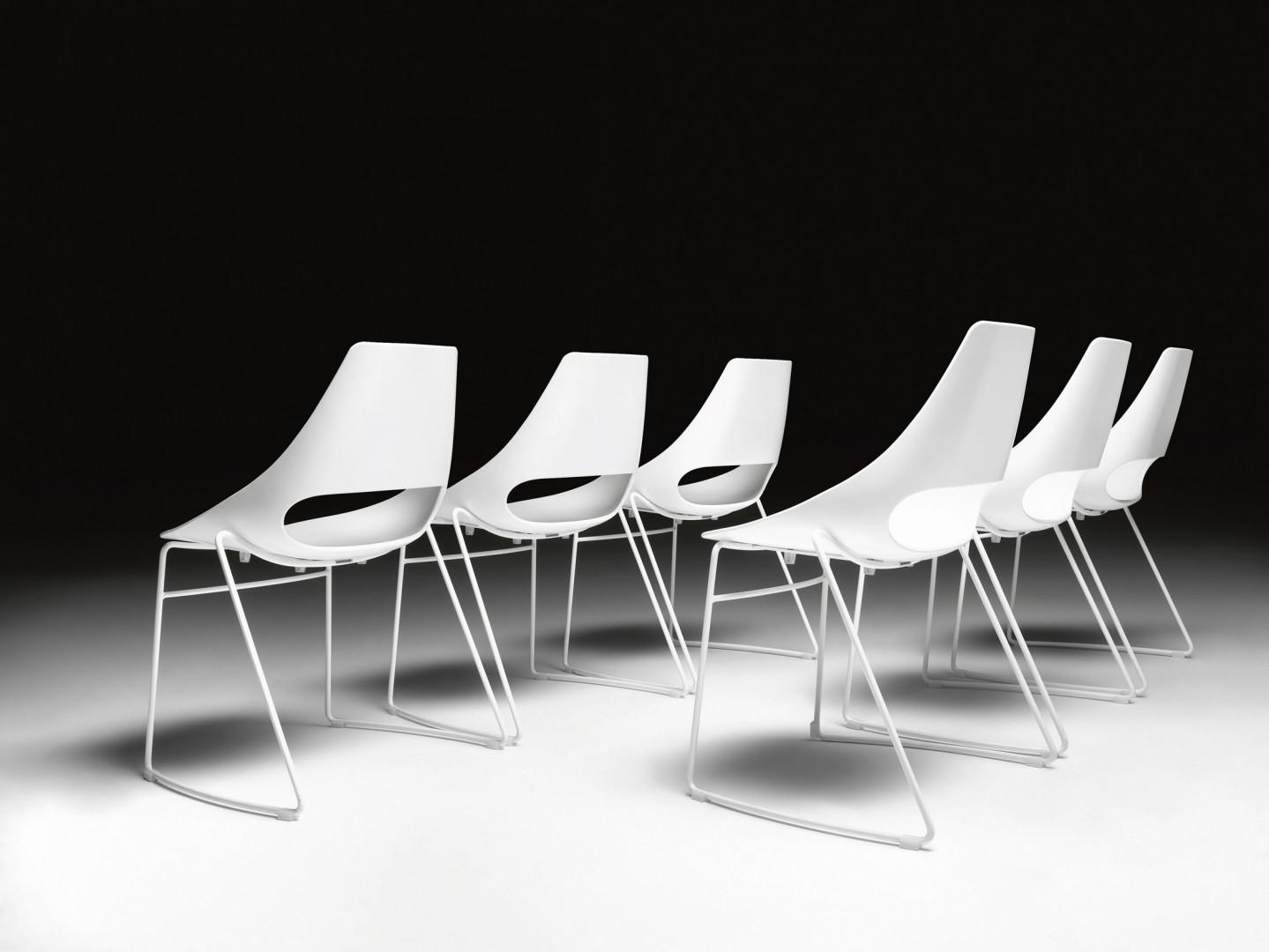 Krzesła z kolekcji Echo. Projekt: RDM. Fot. Metalmobil