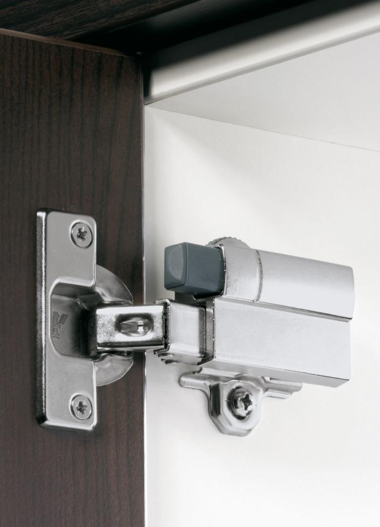 """Do ramienia zawiasu """"Intermat"""" można przypiąć amortyzator Silent System odpowiedzialny za ciche domykanie frontów. Fot. Hettich"""