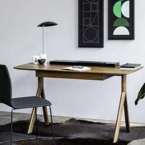 Minimalistyczne biurko z serii Lopp. Projekt: Bartłomiej Pawlak i Łukasz Stawarski. Fot. Noti