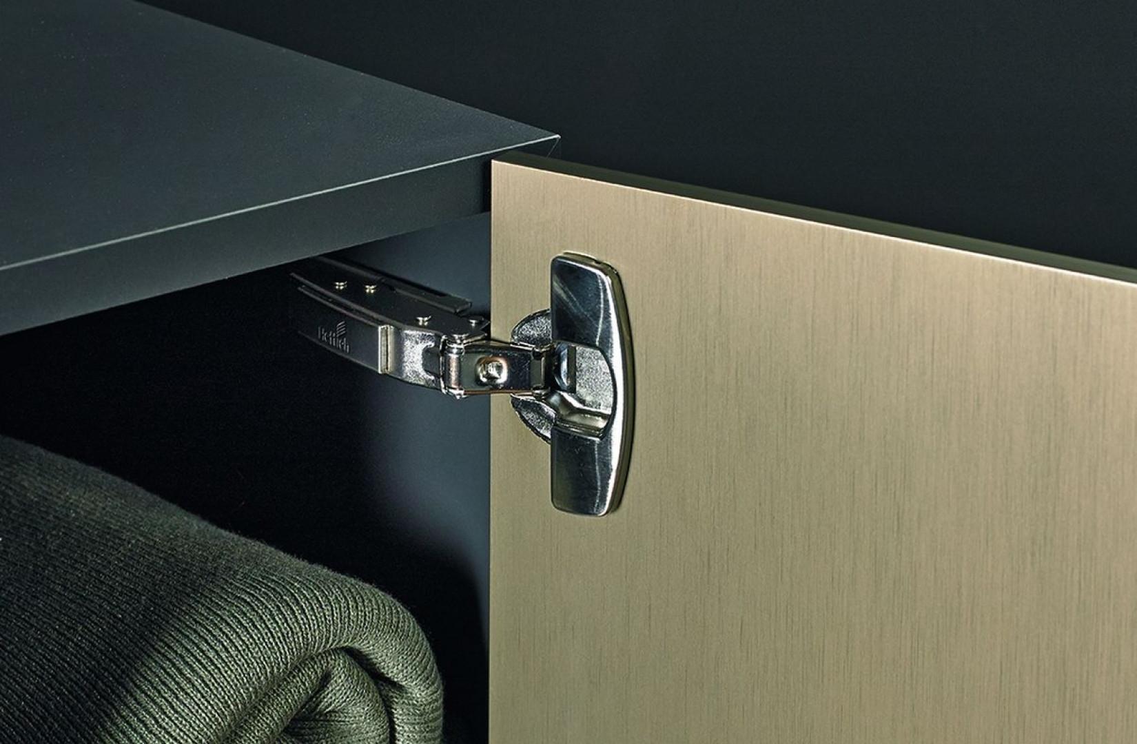 Lżejsze meble są bardziej mobilne, co pozwala na swobodniejszą zmianę aranżacji, a także łatwiej się je transportuje. Fot. Hettich