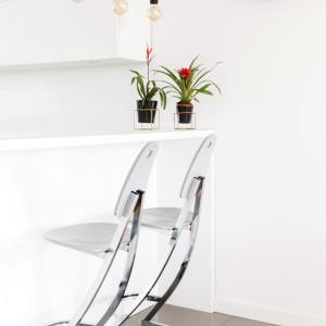 Białe ściany stanowiły doskonałe tło do wszelkich aranżacji. Projekt: Kinga Świątek-Wolna. Fot,. Make Home