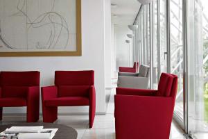 Zobacz meble zaprojektowane przez słynnego brytyjskiego architekta