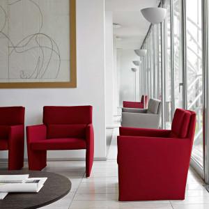 Fotele Posa firmy B&B Italia. Projekt: David Chipperfield. Fot. B&B Italia