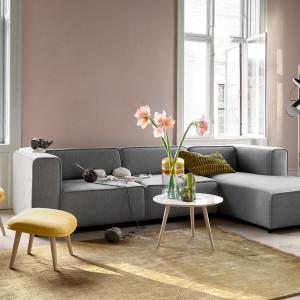 Salon w stylu hygge według BoConcept. Na zdjęciu: sofa