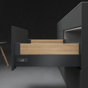 Opcja Design Side pozwala dowolnie kreować bok szuflady. Fot. Hettich