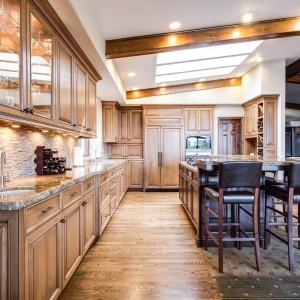 Aranżacja kuchni na poddaszu zależy od wysokości ścianki kolankowej. Fot. Materiały prasowe