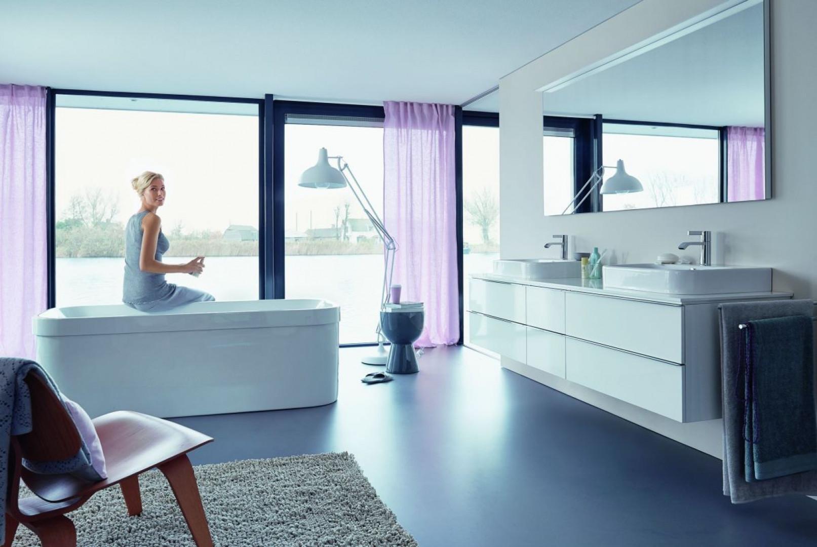 W kobiecej łazience nie ma miejsca na ponure, ciemne kolory, zimne w dotyku materiały, surowe wykończenie. Fot. Duravit