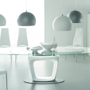 Stół ze szklanym blatem. Fot. Calligaris