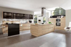 Meble kuchenne: wybierz wyspę w kolorach drewna