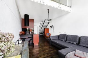 Surowy industrialny apartament - zobacz realizację na warszawskim Mokotowie