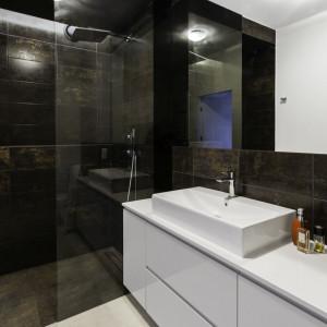 Wnętrze w stylu loftowym na warszawskim Mokotowie (łazienka). Projekt: Decoroom. Fot. Decoroom