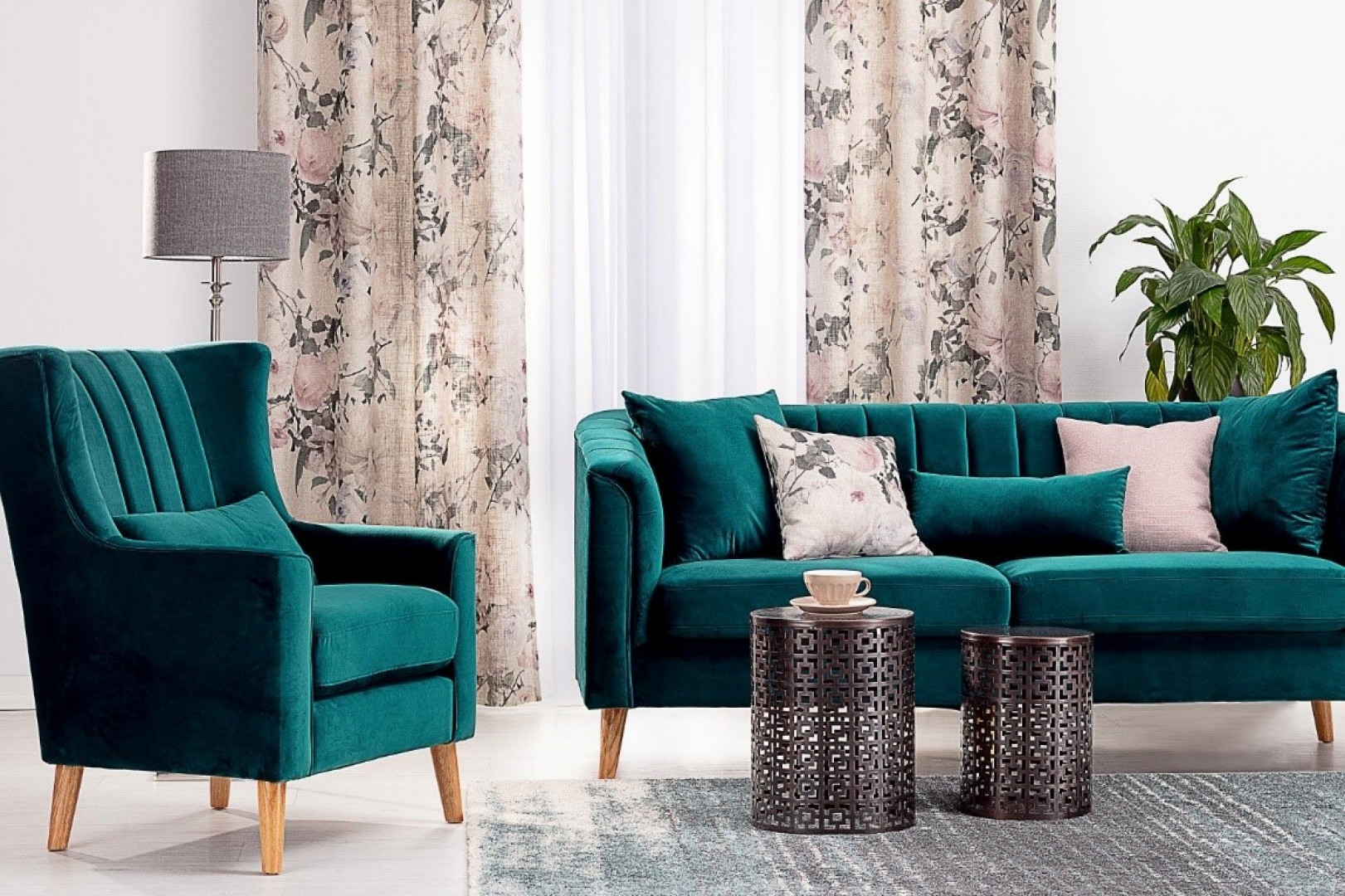 Sofa i fotel Meriva Velvet. Fot. Dekoria.pl