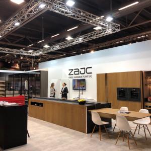 Firma Zajc prezentowała w Sztokholmie m.in. nowy model kuchni, wykończony dębowym fornirem. Fot. Zajc