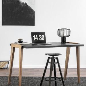 Biurko Magnetic Silver + regulowany hoker. Fot. Infinity Wood/Good Inside