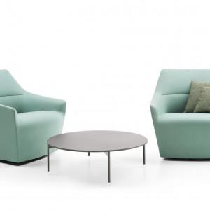 Fotele z kolekcji Chic pasują zarówno do mieszkania, jak i do wnętrz użyteczności publicznej. Fot. Profim