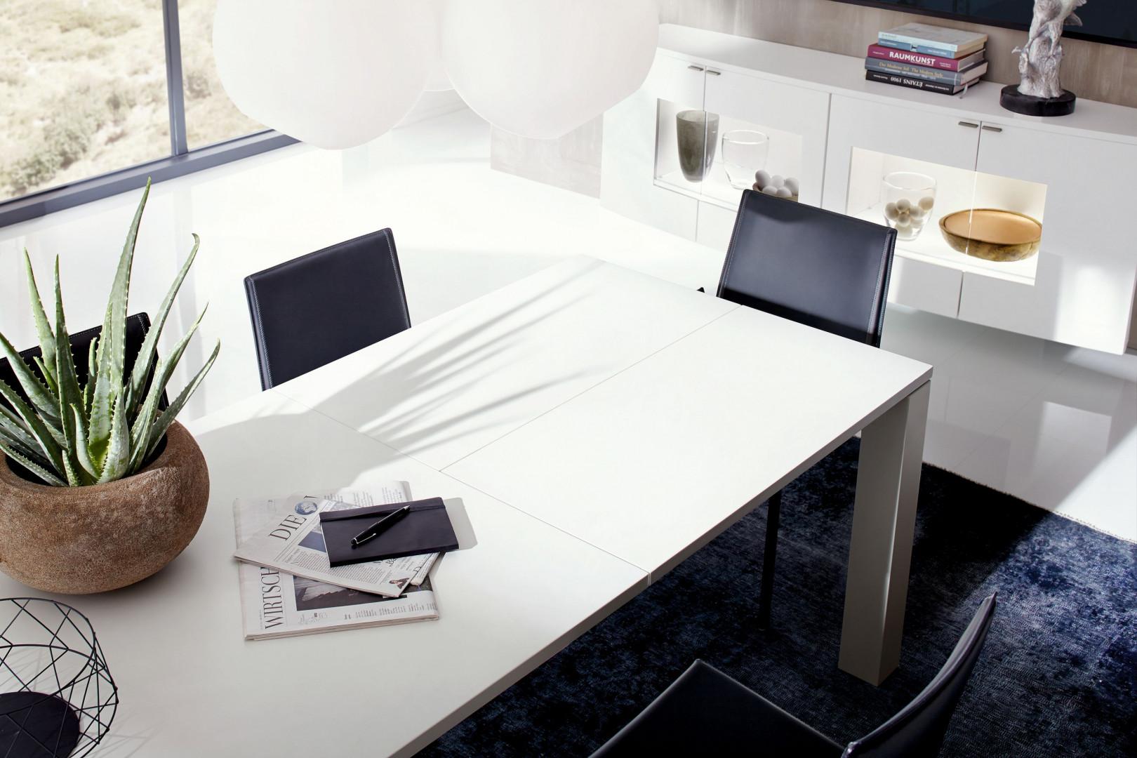 Stół z kolekcji Nuria. Fot. Huelsta