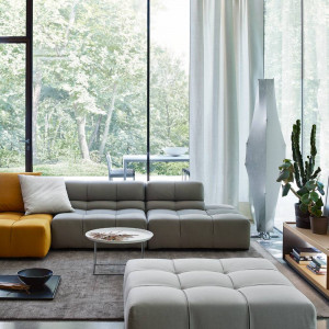 Dwukolorowa sofa. Fot. B&B italia