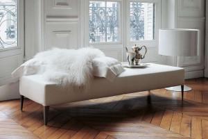 Ławy tapicerowane w salonie - 10 designerskich modeli