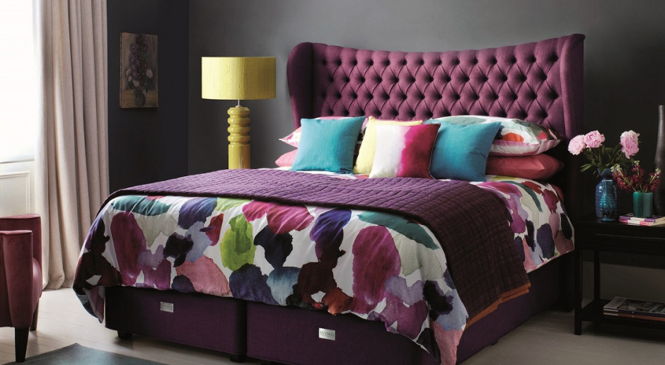 Meble do sypialni - jak wprowadzić kolorowe elementy