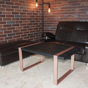 Taki stolik może z powodzeniem pełnić funkcję stołu jadalnianego. Fot. Custom Shop/Good Inside