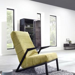 W fotelu Agat (Motiv Home) zastosowano nietypową formę podstawy. Fot. Motiv Home