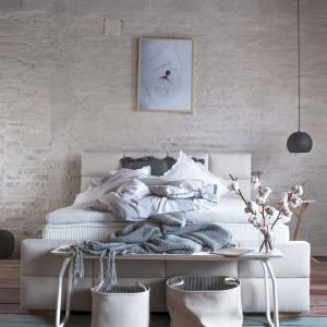 Sypialnia w stylu loftowym. Fot. Hilding Anders Polska
