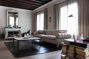 Szare meble w salonie - postaw na elegancję i komfort!