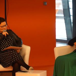 Dyskusja poświęcona trendom w aranżacji wnętrz. Na zdjęciu: (od lewej) Justyna Łotowska (Publikator) i Izabela Żak (Flügger).
