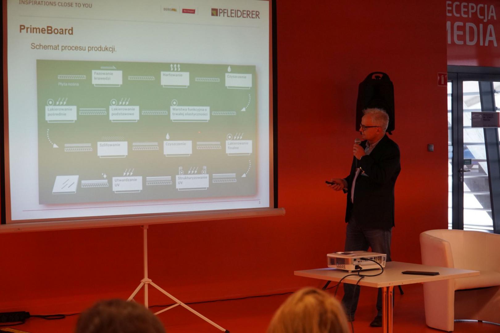 Jacek Jakubiak, przedstawiciel firmy Pfleiderer.