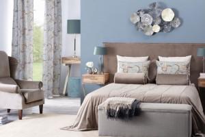 Ława przy łóżku - ciekawe dopełnienie sypialni