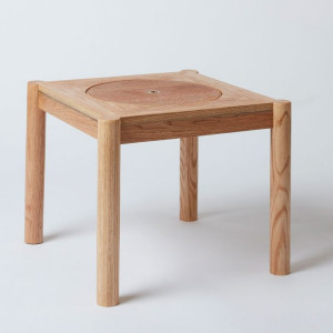 "Stolik ""Companion Table"". Projekt: Paul Wones. Fot. Ben Tynegate/AHEC"